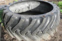 Большие шины для колодца