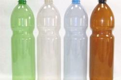 Перед началом строительства необходимо собрать пластиковые бутылки и тщательно очистить их.